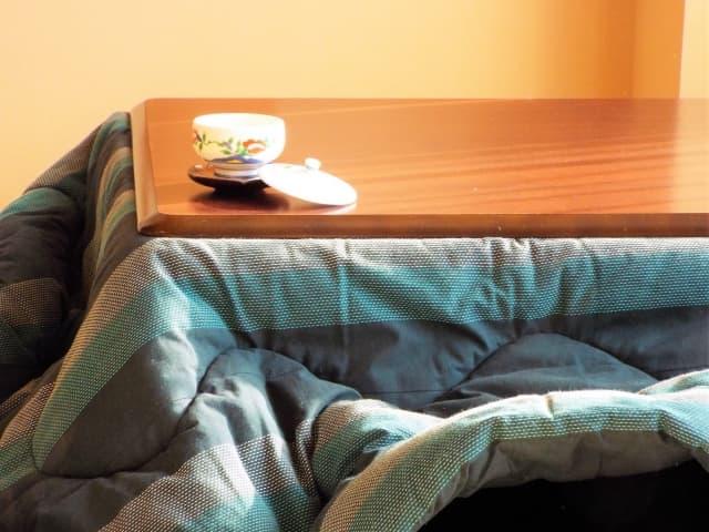 こたつテーブルのサイズ+110㎝以上の掛け布団を使う